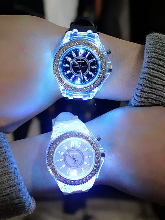 led-Flash-Luminous-Watch-Personality-trends-students-lovers-jellies-woman-men-s-watches-7-color-light.jpg